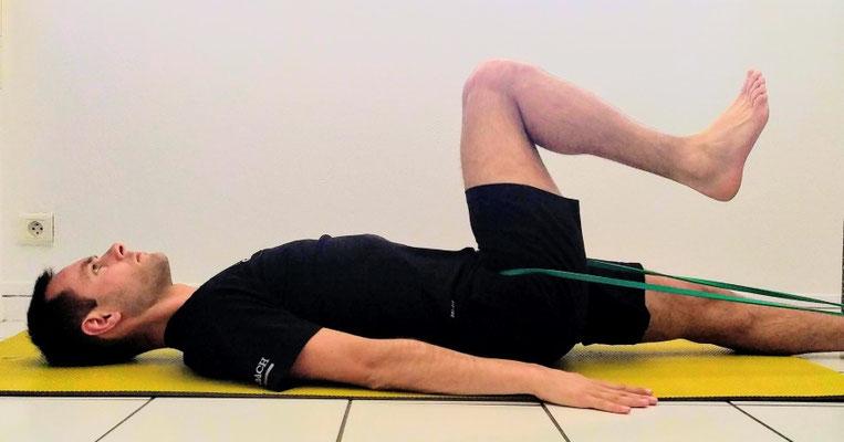 Mobilisation et décompression de la hanche avec élastique.