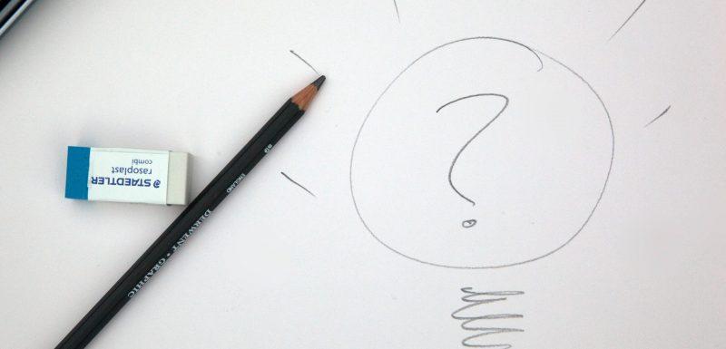 Dessin d'une ampoule avec un point d'interrogation à l'intérieur, symbole du questionnement quant à son avenir professionnel.